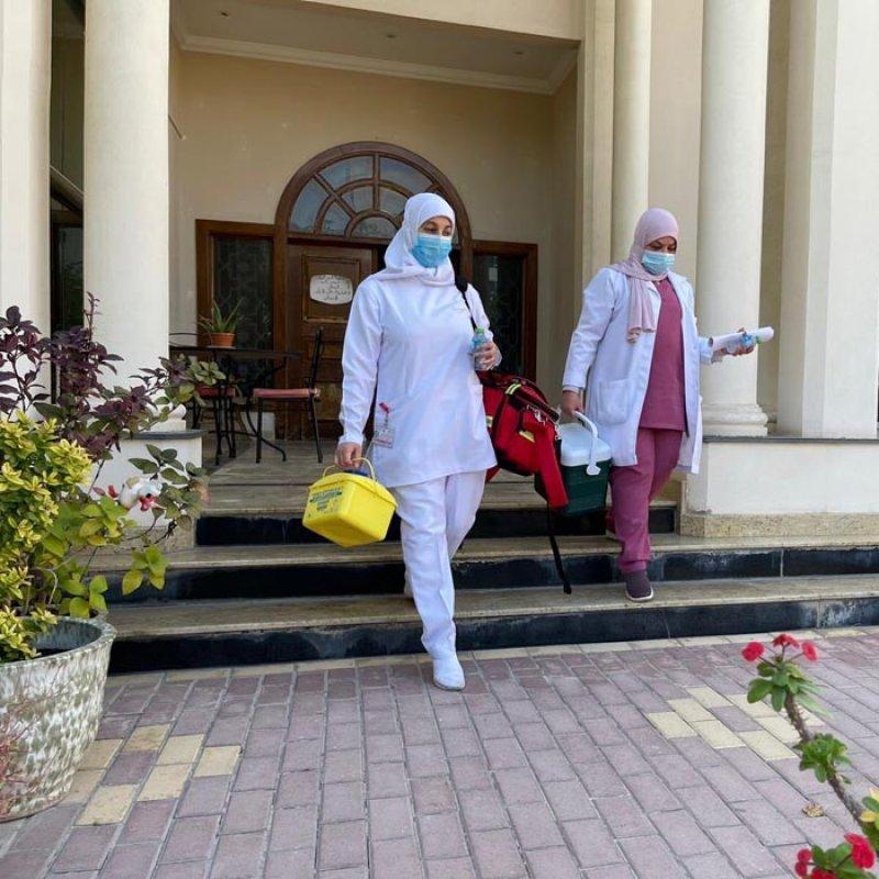 """بالصور: """"الصحة"""" تدشن وحدات متنقلة لتطعيم كبار السن ضد فايروس كورونا"""