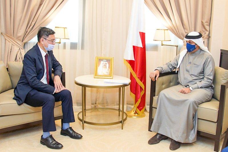 وكيل وزارة الخارجية يجتمع مع سفير سنغافورة