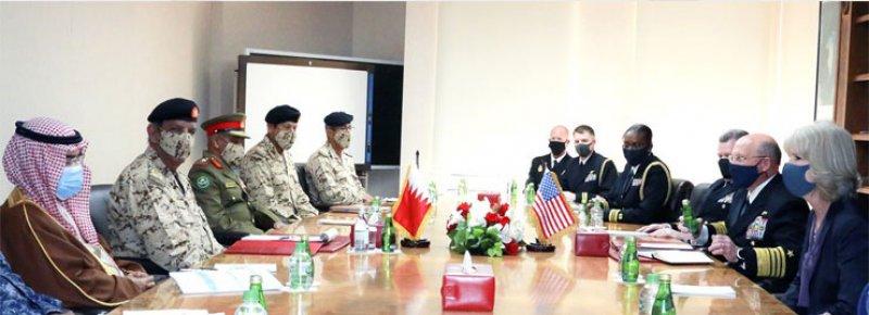 القائد العام لقوة دفاع البحرين يستقبل رئيس العمليات البحرية الأمريكية