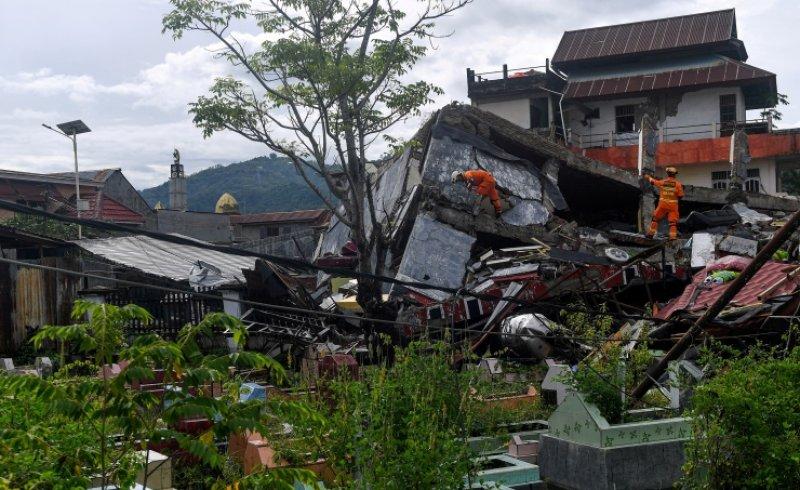 ارتفاع حصيلة قتلى زلزال اندونيسيا إلى 56 شخصا
