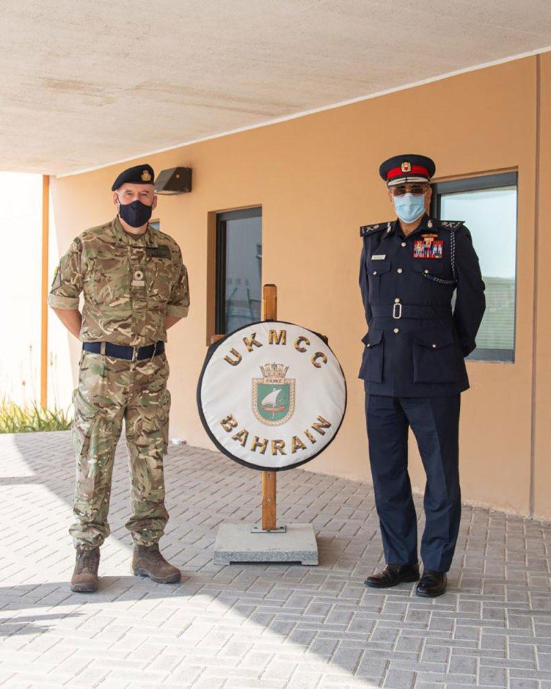 قائد خفر السواحل يزور مركز دعم الأنشطة التابع للقوات البحرية الملكية البريطانية