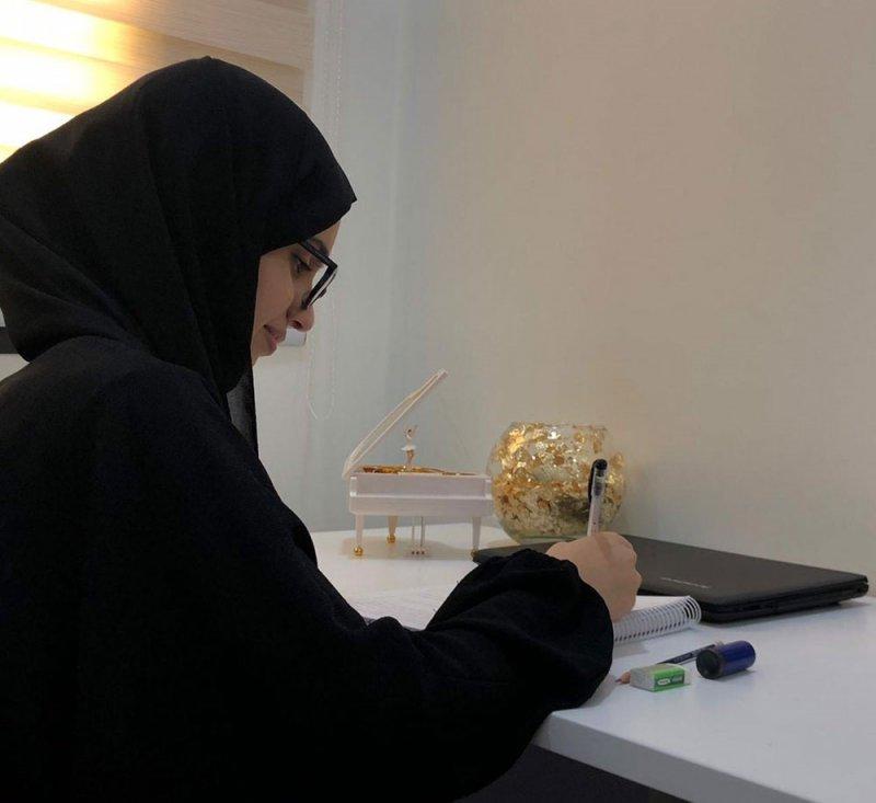 """""""فاطمة"""" طالبة ثانوي تفوز بالمركز الأول خليجياً في كتابة المقال"""