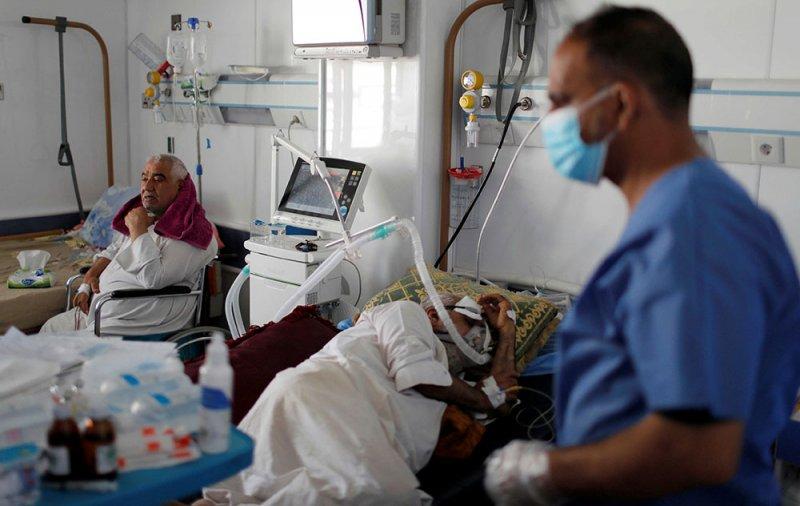 مستشفيات العراق مثقلة بمرضى كورونا.. وقلق من تفاقم الوضع الوبائي
