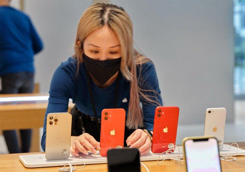 أبل تستعيد صدارة سوق الهواتف الذكية