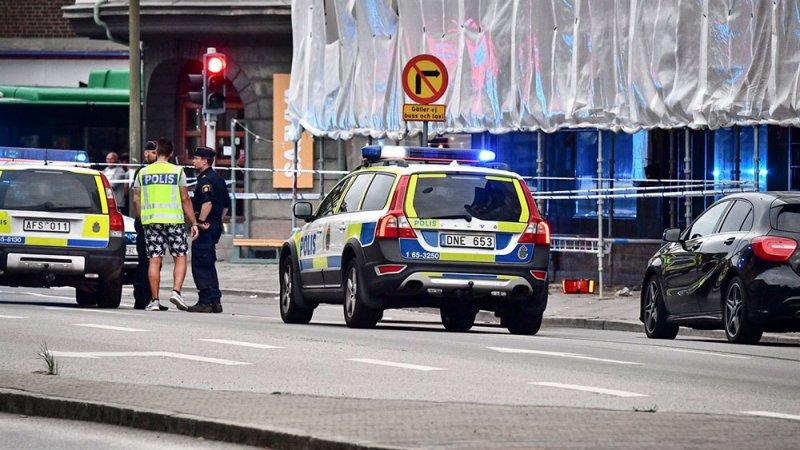 """إصابة ثمانية أشخاص بالسلاح الأبيض في """"هجوم إرهابي"""" مفترض في السويد"""
