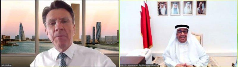 سمو الشيخ محمد بن مبارك يهنئ إيان ليندسي بمناسبة تعيينه مستشاراً لمجلس التنمية الاقتصادية