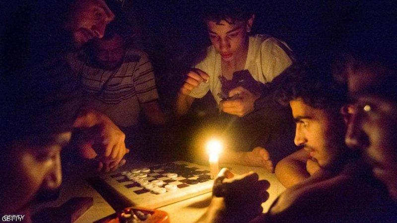 أزمة كهرباء خانقة في سوريا.. فواتير باهظة وعودة إلى الشموع