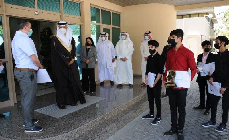 النعيمي يكرّم المدارس الفائزة في مسابقة خالد بن حمد للابتكار في الذكاء الاصطناعي