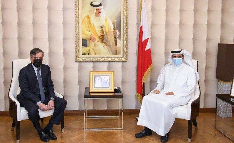 وزير الإعلام يستقبل رئيس الوزراء الفرنسي السابق ويشيد بالتعاون بين البلدين في المجال الإعلامي