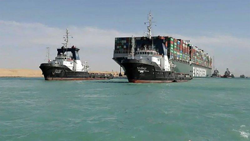 """مصر تحتجز سفينة """"إيفر غيفين"""" بأمر قضائي لحين سداد 900 مليون دولار"""