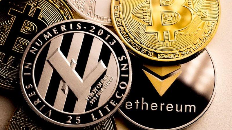 كل ما تريد معرفته عن بيتكوين وعالم العملات المشفرة.. كيف تعمل؟