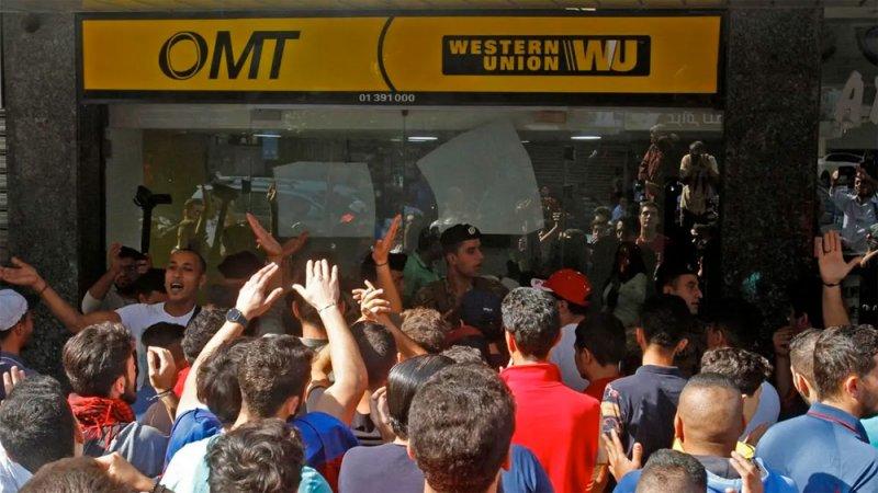 الفقر يتسلل للبنانيين.. هذه الأموال طوق نجاتهم اليتيم