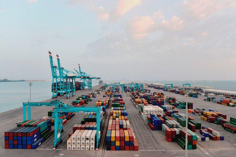 ميناء خليفة بن سلمان يستقبل الرحلة الخمسين لسفين فيدرز التابعة لخدمة (UIG)