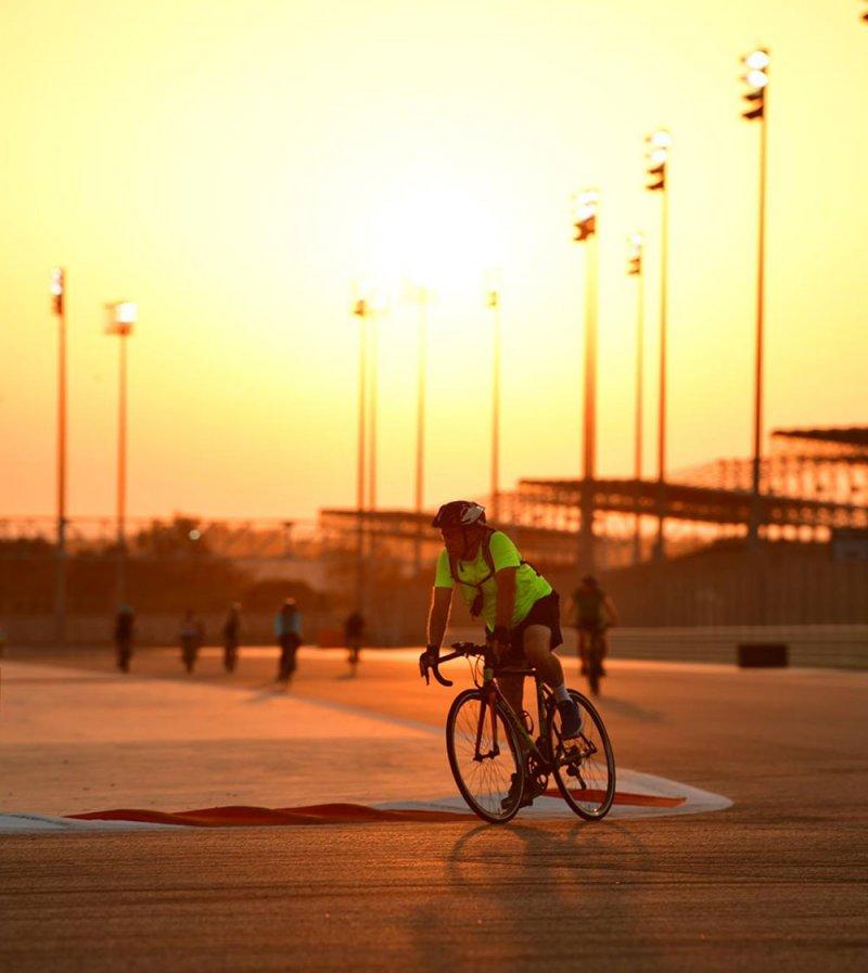 استمرار فعالية الحلبة و بتلكو الصحية للعدائين وراكبي الدراجات على المضمار