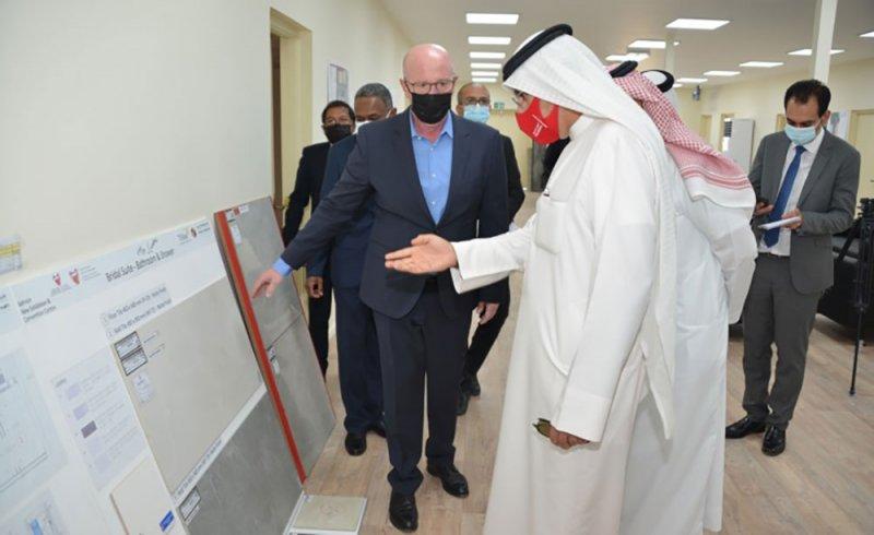 وزير الصناعة يقوم بزيارة تفقدية لموقع مشروع مركز البحرين الدولي للمعارض والمؤتمرات الجديد في الصخير