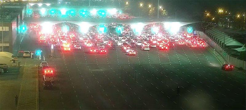 مباشر بالفيديو من الجسر: طوابير من سيارات السعوديين تستعد لدخول البحرين