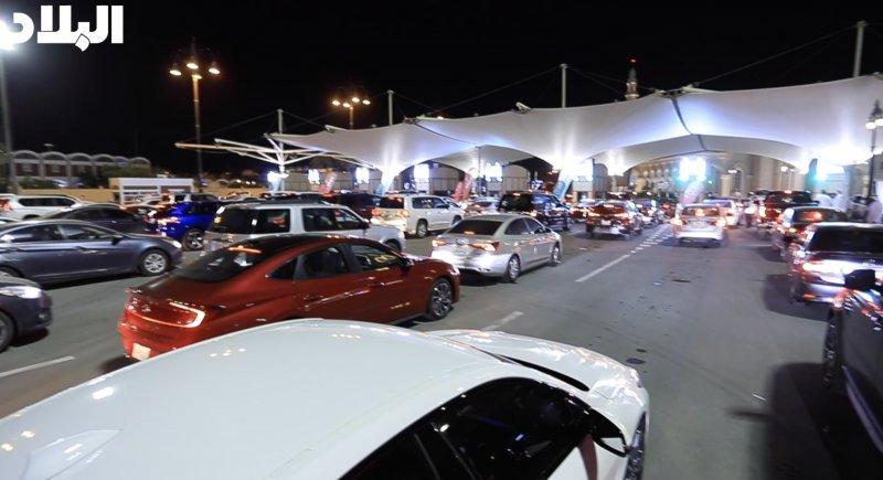 """بالفيديو: سعوديون عبروا الجسر: """"إحنا اللي ولهنا عليكم"""""""