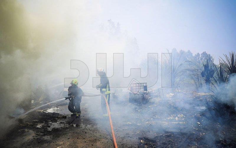 بالصور: الدفاع المدني يتمكن من إخماد حريق بمخلفات زراعية في سند