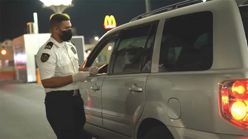 """بالفيديو: مكافحة المخدرات تضبط مسافر حاول تهريب 5 كيلو """"حشيش"""" عبر جسر الملك فهد"""