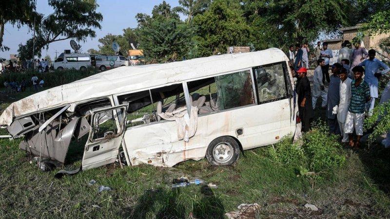 حادث سير مروع يخلف عشرات القتلى والجرحى في باكستان