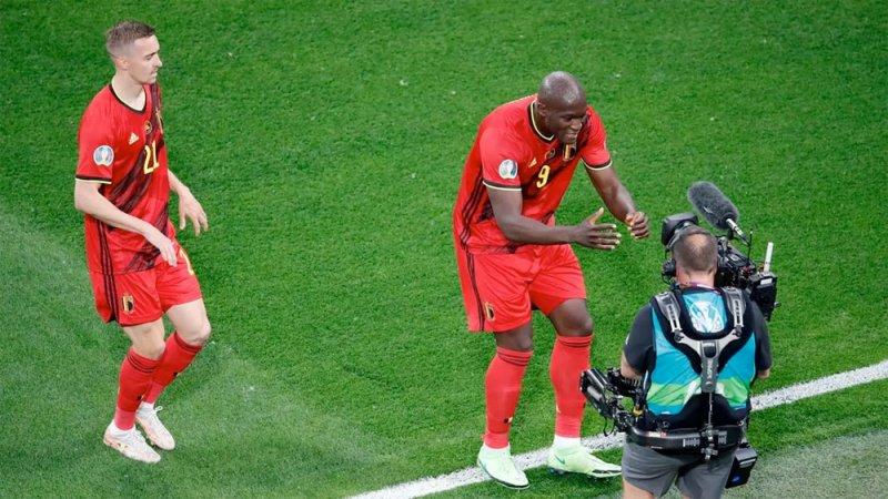 لوكاكو يهدي هدفه في مرمى روسيا إلى زميله إريكسن