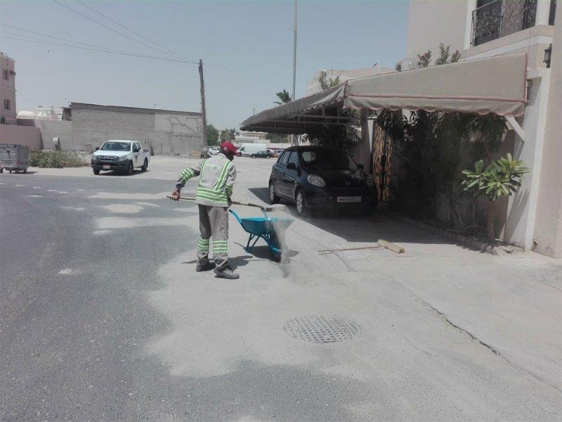 بالصور: أمانة العاصمة تزيل 55 شحنة من الرمال والمخلفات الزراعية