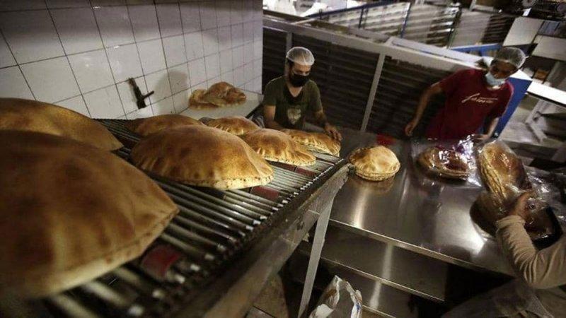 وسط أزمة اقتصادية خانقة.. لبنان يرفع سعر الخبز
