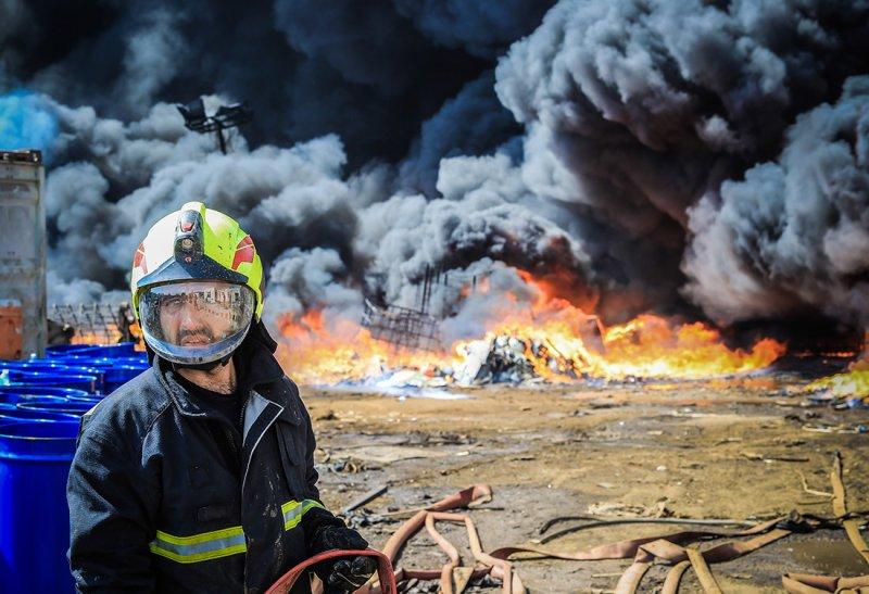 """بالصور: بجهود شاقة لعدة ساعات.. إخماد حريق """"السكراب"""""""