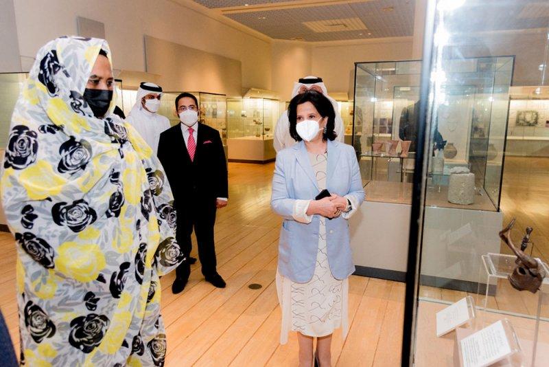 وزيرة الخارجية السودانية تتعرف على تراث البحرين الثقافي