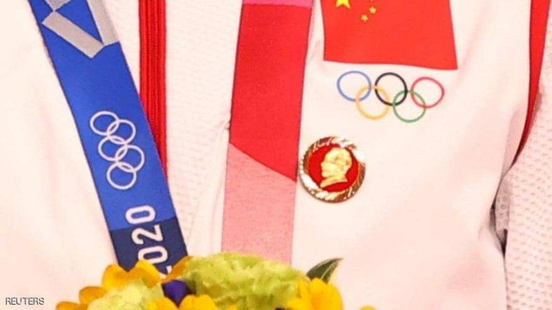 دبابيس ماو.. تحقيق في ظهور الزعيم الشيوعي الراحل بالأولمبياد