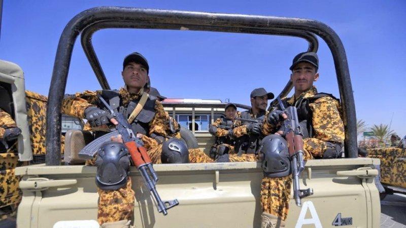 ميليشيا الحوثي تعدم 9 بالرصاص على الملأ