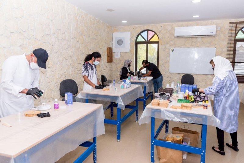 برنامج الحرف والصناعات الإبداعية يواصل نشاطه خلال سبتمبر في مركز الجسرة للحرف