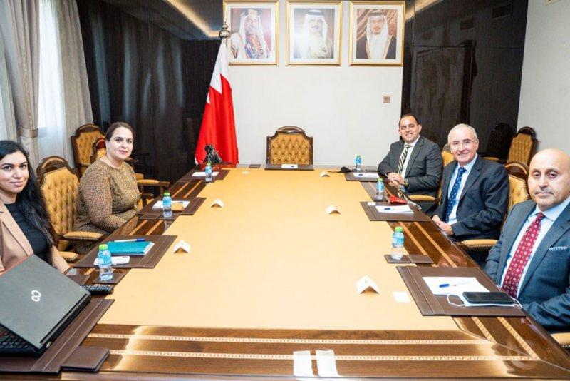 وزارة الخارجية تعقد اجتماعًا لتعزيز التعاون المشترك مع القطاع المالي والمصرفي