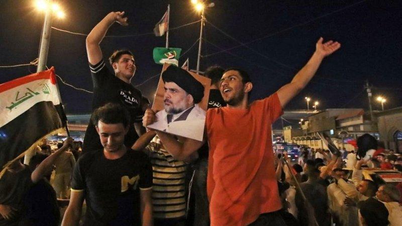 التيار الصدري يعلن فوزه بأكبر عدد من مقاعد البرلمان العراقي