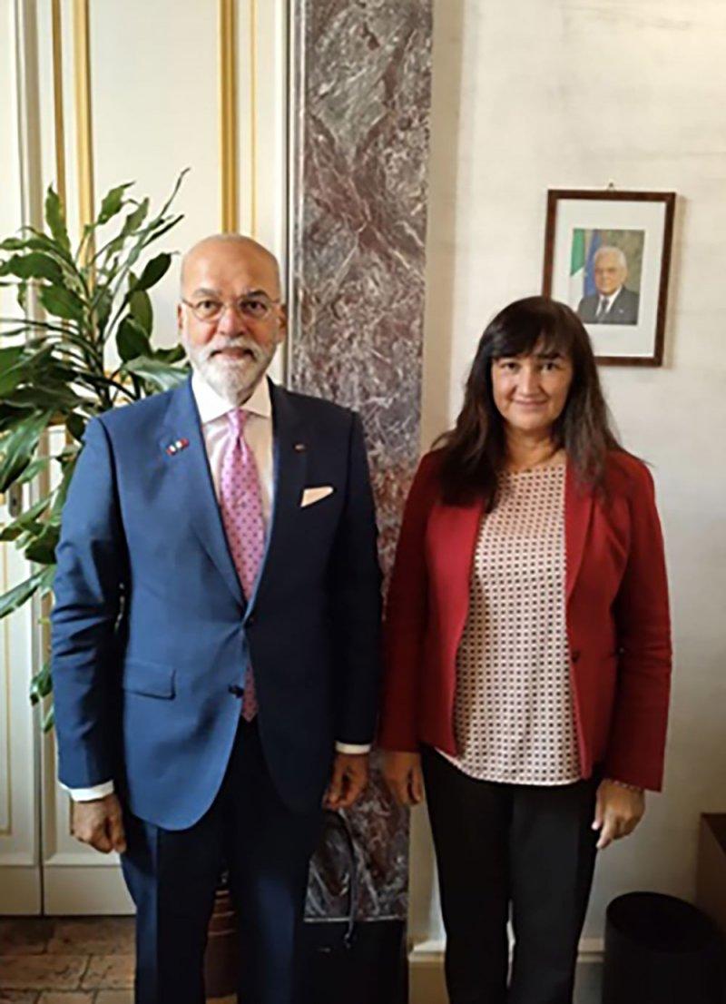 سفير مملكة البحرين لدى إيطاليا يجتمع مع نائبة رئيس لجنة الشؤون الخارجية في مجلس الشيوخ الإيطالي