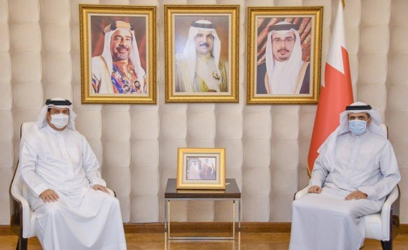 وزير الإعلام يستقبل سفير مملكة البحرين لدى مملكة بلجيكا