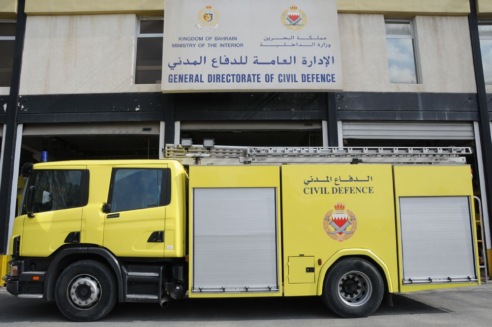 الدفاع المدني يخمد حريقا في مبنى سكني بالجفير