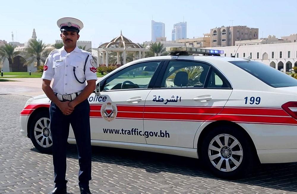 (المرور): القبض على سائق مركبة صدم امرأة  أثناء عبورها شارع عيسى الكبير بالمنامة وهرب