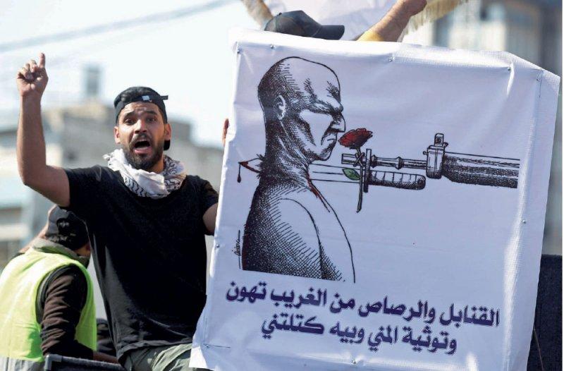 """متظاهرو العراق يهتفون ضد علاوي والصدر.. و""""الجارة"""""""