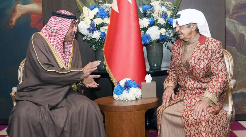سمو رئيس الوزراء يستقبل رئيس الوزراء الكويتي في برلين للاطمئنان على صحة سموه