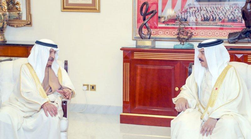 جلالة الملك يثني على دور سمو رئيس الوزراء في خدمة البحرين وتعزيز نهضتها التنموية