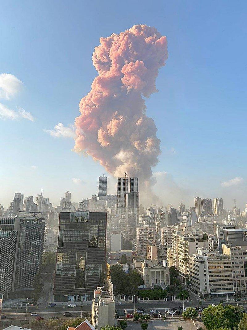 انفجارات بيروت تشعل صفحات النجوم في السوشيال ميديا