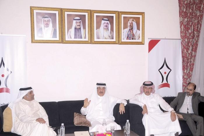 """""""العمل"""" تضع معايير لتحديد الممثل النقابي للبحرين خارجيًا"""